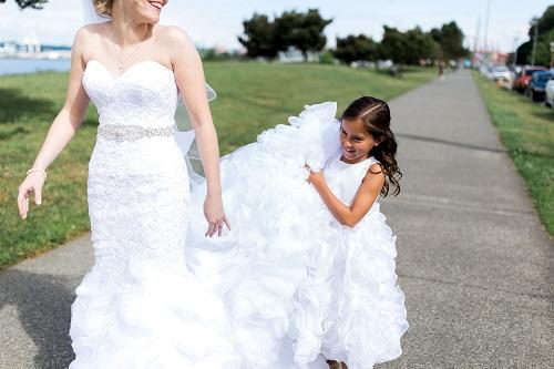 16-5-Looch-Lauren-Worl-Seattle-Wedding-Photography-Nicole-Barkis-Photographer-First-Look-15